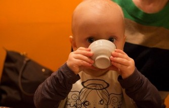 When can babies drink water? [Be careful of water intoxication]