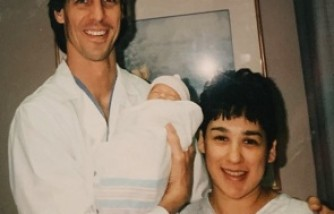 Doctor Delivers Both Mom and Daughter's Babies 25 Years Apart