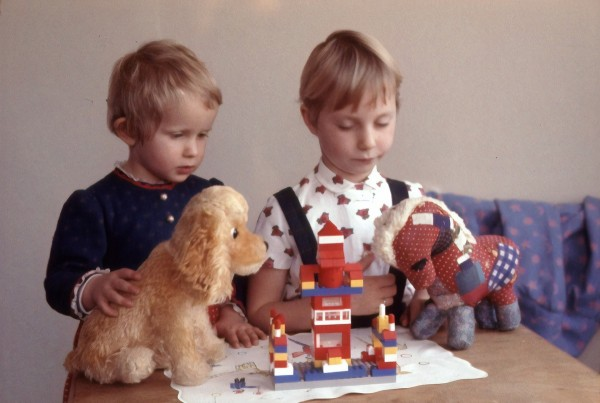 children play, traditional toys beat gadgets, study proves