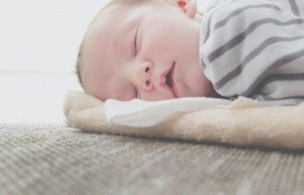 Cute Video: Dad Wakes Baby with a Pillow Trick