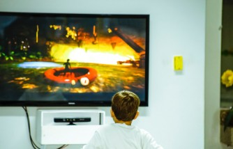 More TV Time for Kids Means More Stress to Parents [Research Reveals]