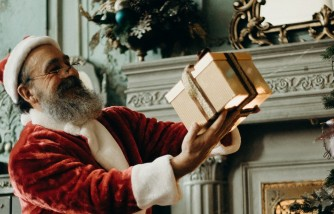 Wrapped or Not: What Should Parents Do with Santa Gifts?