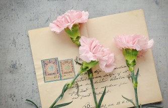mom asks strangers to send mail to daughter, daugter's dad and godfather died weeks apart, daughter loves receiving mail, daughter loves reading mail