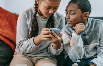 Effects of Frequent Use of Online Technologies to Children [Experts Explain]