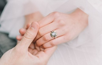 Guide to Proposing With an Heirloom Piece