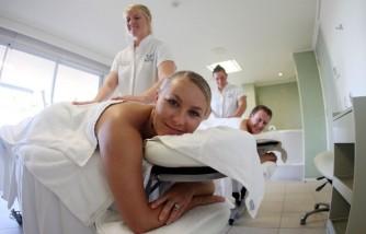 Honeymoon Testers Attempt To Break Wedding Vow Record In Queensland