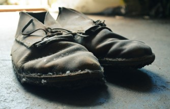 Chines Man Claims Back Pain Can Be Cured with Use of Heavy Iron Shoes
