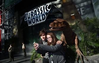 Jurassic World Gates at New York Comic Con with Star Nick Robinson