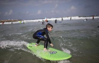 Children Spend Their Hanuka Holidays At A Surfing Camp