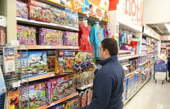 Toys'R' Us Welcomes Holiday Shoppers