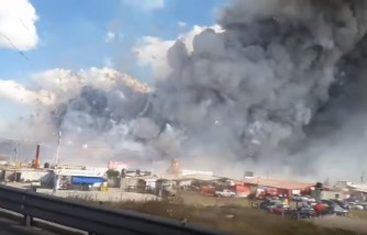 Moment shows fireworks explosions in Tultepec, Mexico